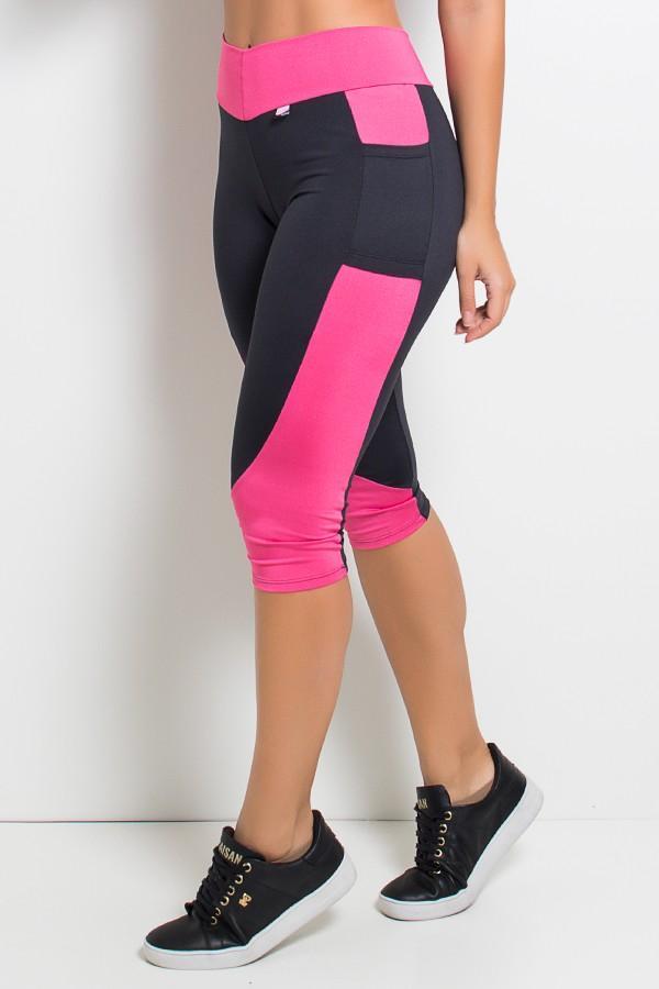Calça Corsário em Suplex Liso com Bolso Cor Preto e Rosa Pink
